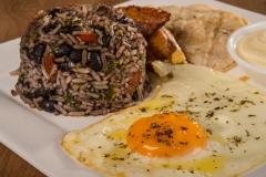 gallo-pinto-huevo-frito-desayuno-tico-