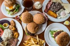 hamburguesa-papas-fritas-desayuno