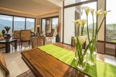 sala-casa-mesa-flores-comedor