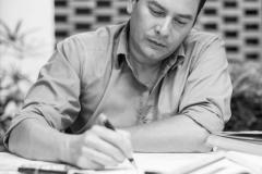 trabajo-dibujo-arquitecto-retrato-corporativo-scaled