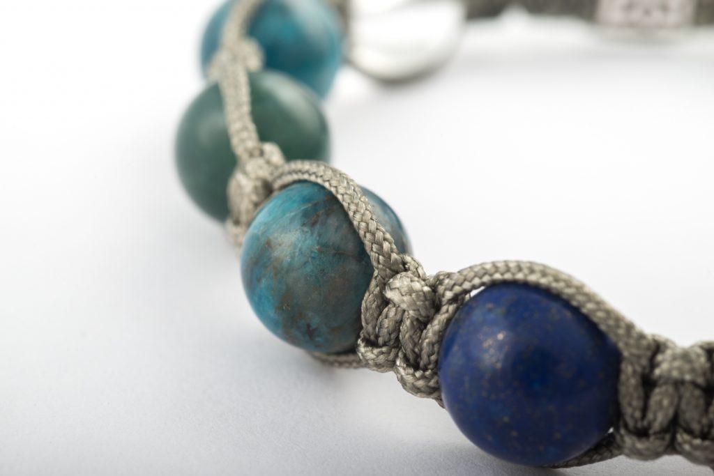 fotografia profesional producto comercial publicitaria JOYERIA brazalete pulsera piedra natural gema azul verde
